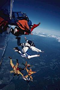 Eine Versicherung ist wie ein Fallschirm, der sich im Notfall öffnet.