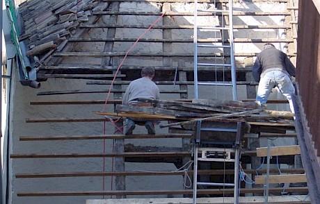 Gefährliche Arbeiten in Höhe ohne geeignete Absturzsicherung