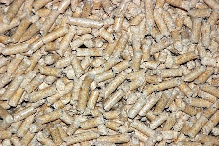 Holzpellets dürfen  nicht  in normalen Holzherden, Kachelöfen oder Scheitholzkesseln  verfeuert werden