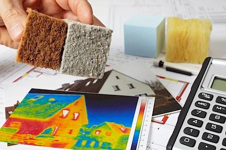 """Zusätzlich zum Energiebedarf für die Nutzung eines Gebäudes wird zunehmend auch die in den Baumaterialien enthaltene """"graue"""" Energie oder Primärenergiegehalt beachtet."""
