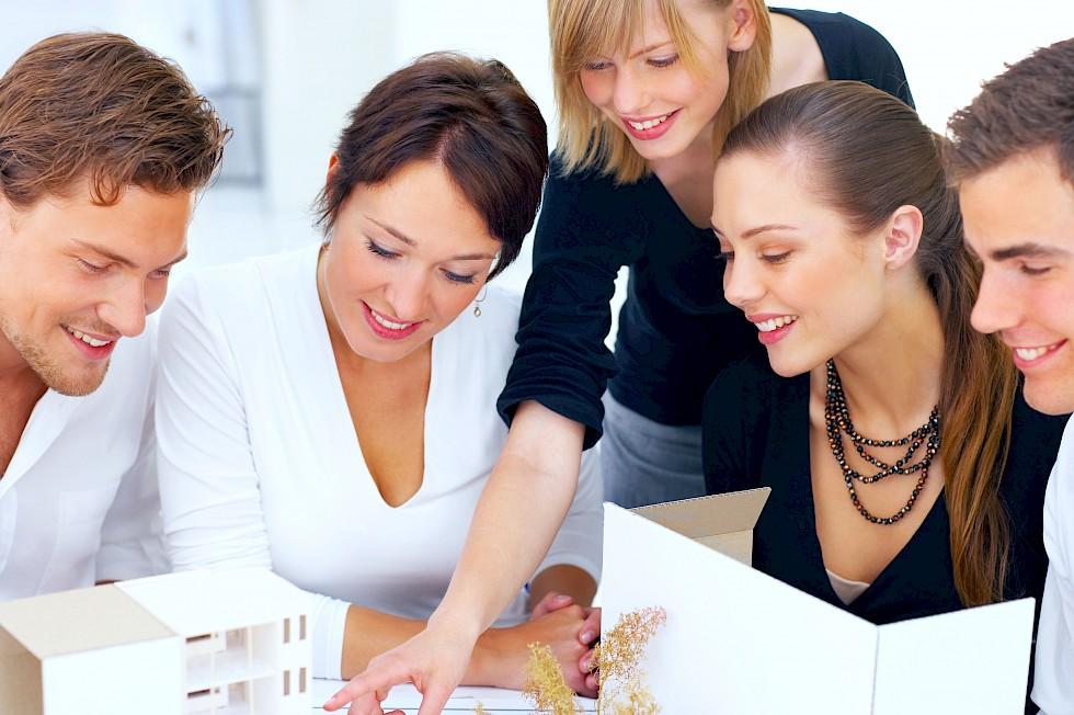 Auf Vertrauen bauen. Der Bauingenieur ist für den Bauherren einfachkundiger und zuverlässiger Ansprechpartner– während des gesamten Bauprojektes.
